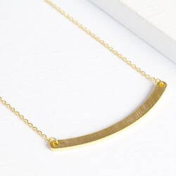 Curved Horizontal Bar Necklace in Gold