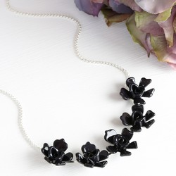Acrylic Multi Rose Necklace in Black