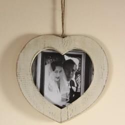Distressed White Heart Photo Frame