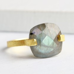 Iris Ring with Labradorite Stone