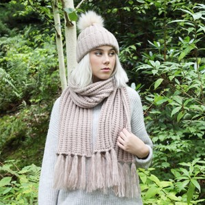 Knitted Scarf with Tassels in Dusky Pink