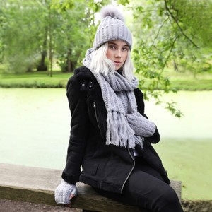Knitted Scarf with Tassels in Grey