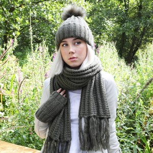 Knitted Scarf with Tassels in Khaki