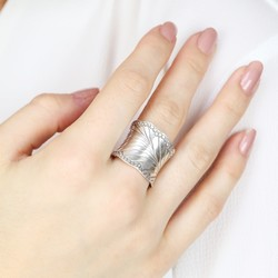 Sterling Silver Wavy Leaf Ring