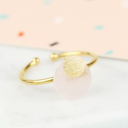 Round Rose Quartz Stone Ring in Gold
