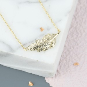 Gold Feather Necklace In Gold