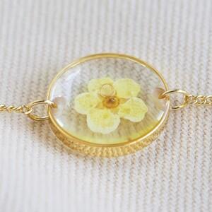 Pressed Birth Flower Charm Bracelet in Gold - April