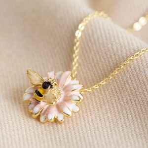 Bee and Daisy Pendant Necklace in Gold