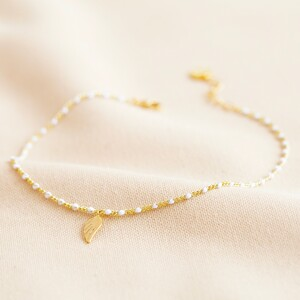 Enamel White Pearl Wing Charm Anklet in Gold