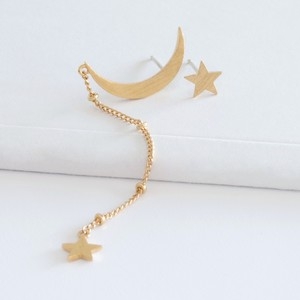Gold Mismatched Moon and Star Chain Stud Earrings