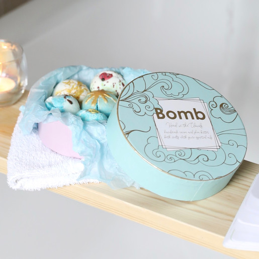 Bomb Cosmetics Head in the Clouds Creamer Bath Gift Set
