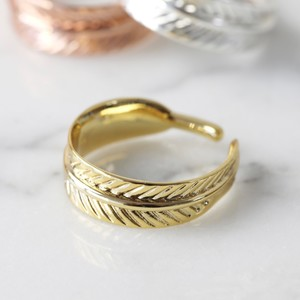 Adjustable Feather Ring in Gold