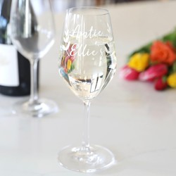Personalised Name Floral Wine Glass & Gifts for Bridesmaids | Wedding Gifts | Lisa Angel