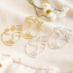 Face statement Earrings in Gold