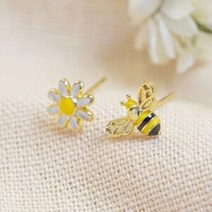 Enamel Bee and Daisy Stud earrings in Gold