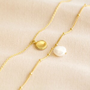 Freshwaterpearl and pebble anklet set of two in Gold