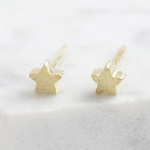 Tiny star studs in gold plated 925 sterling.