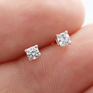 Sterling silver diamante round stud earring