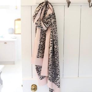 Soft Pink Edge Leopard Print Scarf