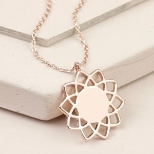 Shiny Mandala Flower Necklace In Rose Gold