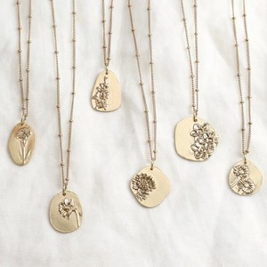 GOLD PLATED STERLING SILVER CAST BIRTH FLOWER NECKLACE - APRIL/DAISY