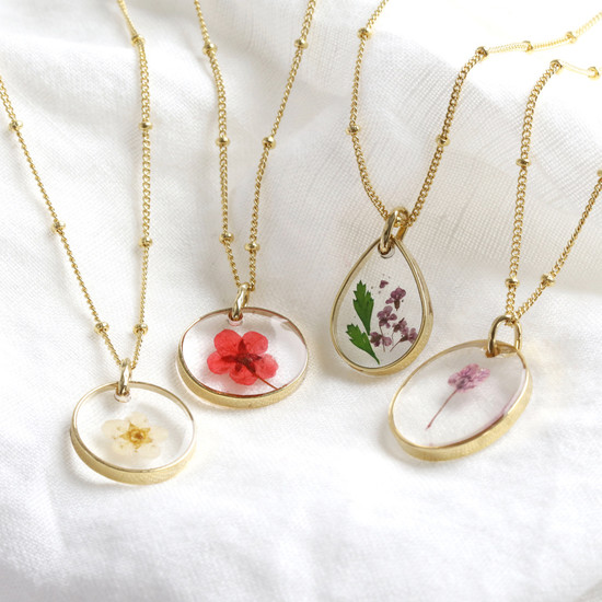 Real Pressed Birth Flower Pendant Necklace in Gold - January