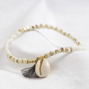 Shell bracelet with tassel in white