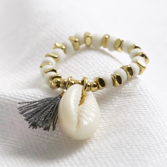 Shell stretch ring in white