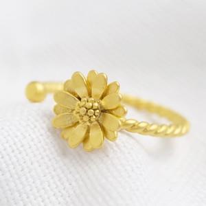 Matt gold daisy Ring