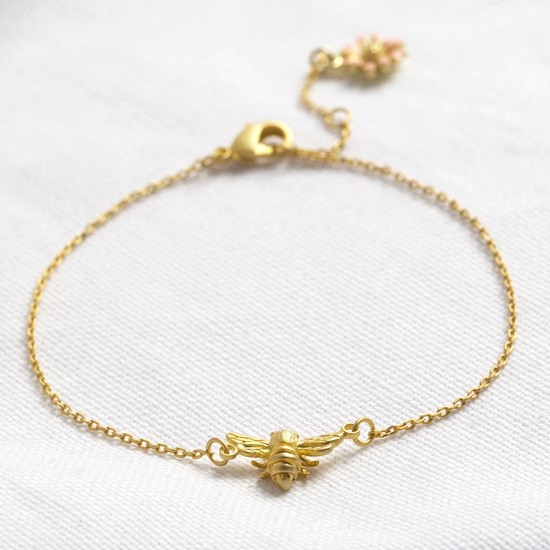 Matt bee bracelet with matt daisy